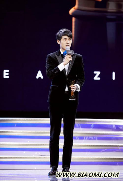 MAHB年度先生盛典  刘昊然黑色西装搭配卡地亚腕表帅气现身 热点动态 第2张
