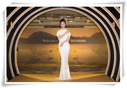 白色长裙搭配精致腕表 李冰冰优雅亮相瑞士宝齐莱腕表庆祝晚宴