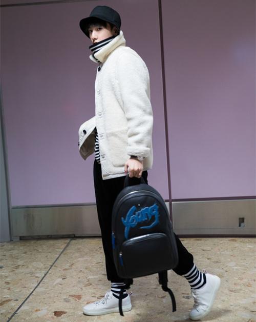 杨洋日内瓦之旅的首日装扮 撩倒众迷妹 热点动态 第1张
