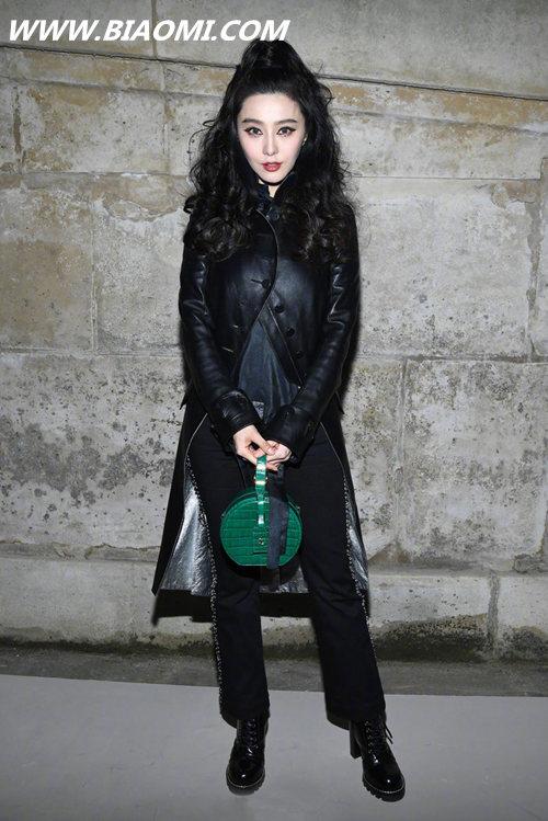 今年巴黎时装周流行穿什么?帅气的一身黑真的很有味道 热点动态 第1张