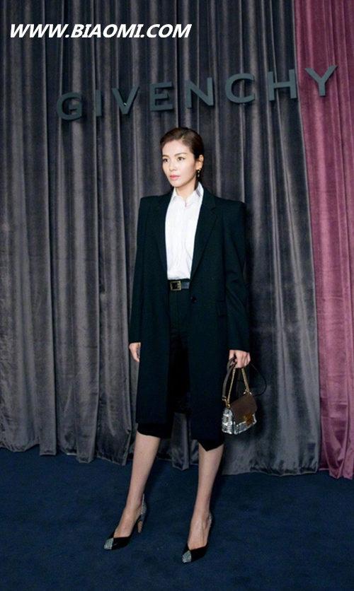 今年巴黎时装周流行穿什么?帅气的一身黑真的很有味道 热点动态 第3张