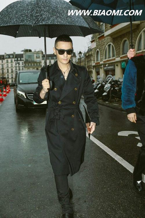今年巴黎时装周流行穿什么?帅气的一身黑真的很有味道 热点动态 第4张