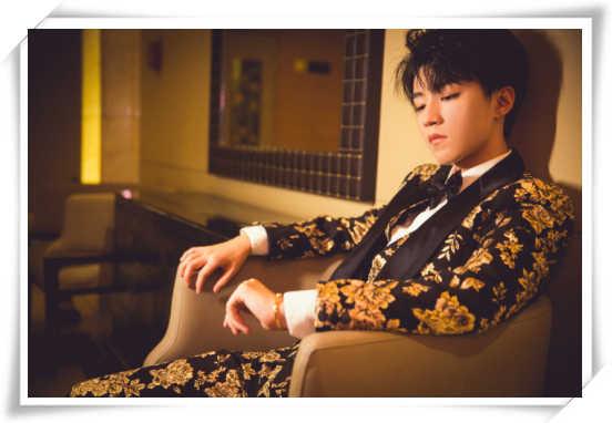 王俊凯中餐厅后遗症?来看这个精致boy的时尚之夜