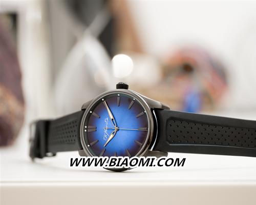 开拓者大三针电光蓝黑色版腕表展开环游世界之旅 名表赏析 第2张