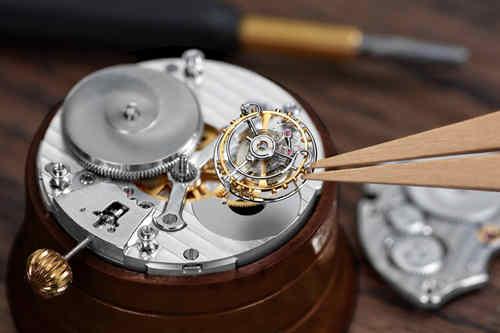 致敬格拉苏蒂制表艺术的天才大师 阿尔弗雷德·海威格1920陀飞轮腕表 - 限量版